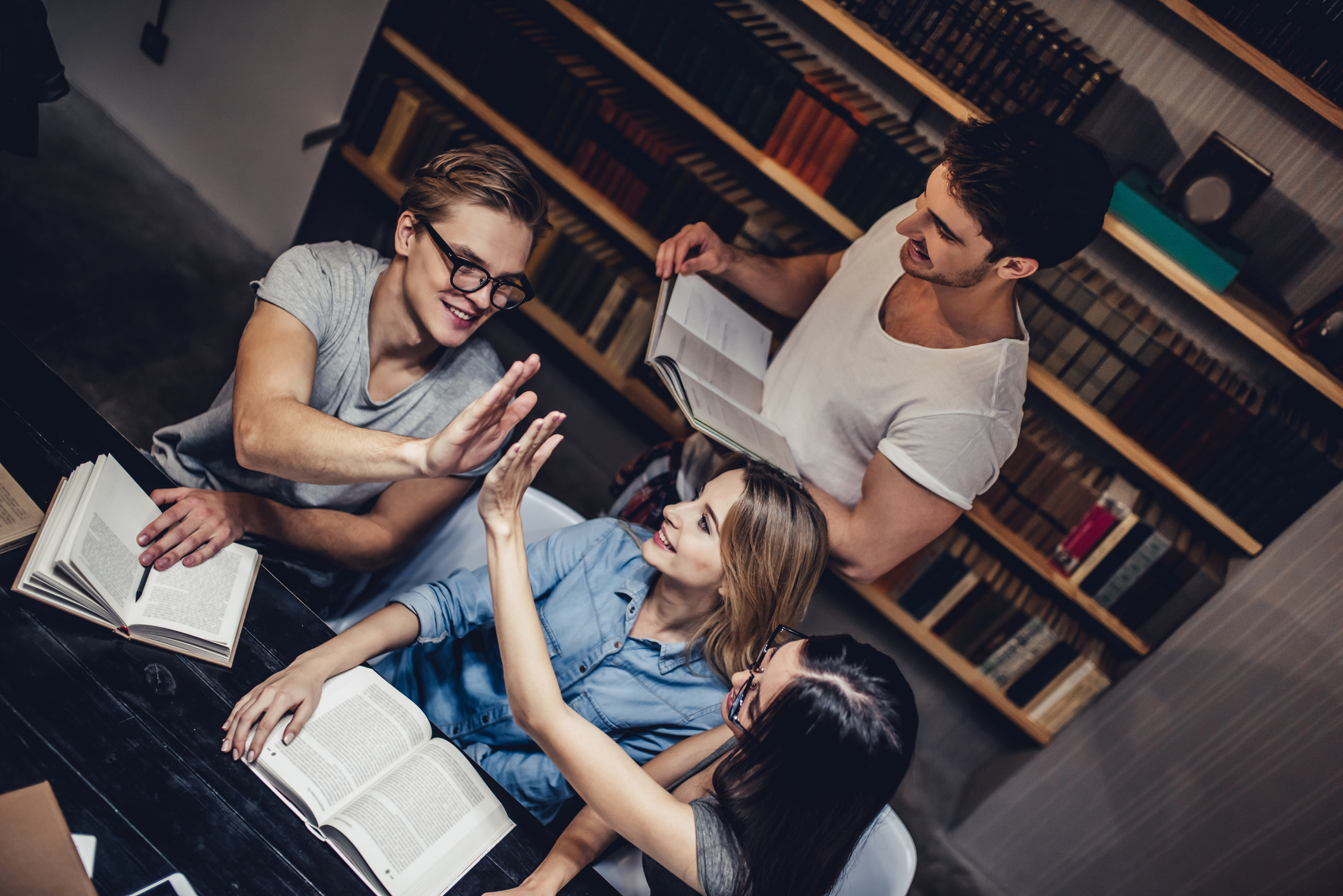 Many students are mistaken about how much their peers typically study (and this seems to affect their exam performance in some surprising ways)